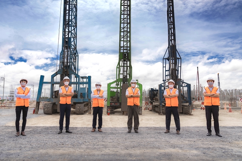 Frasers Property Industrial (Thailand) and strategic partner Mitsui Fudosan Asia (Thailand) celebrate the start of the first warehouse construction at Bang Na 2 Logistics Park in the Eastern Economic Corridor